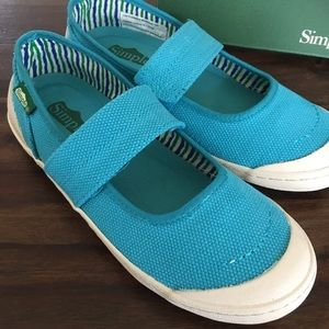 NEW Simple brand shoes in cactus blue size 6